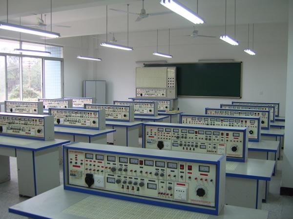 电子电工实验室 作者:电子信息系