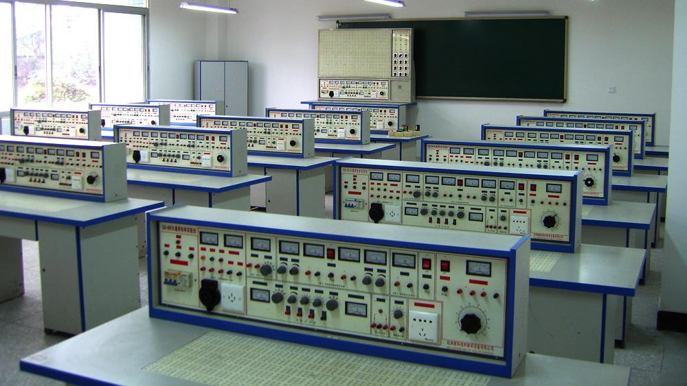 电子实验室之一
